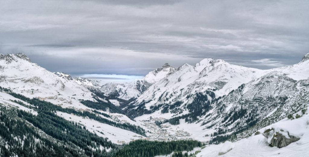 Blick auf Lech von der Skiroute Madloch